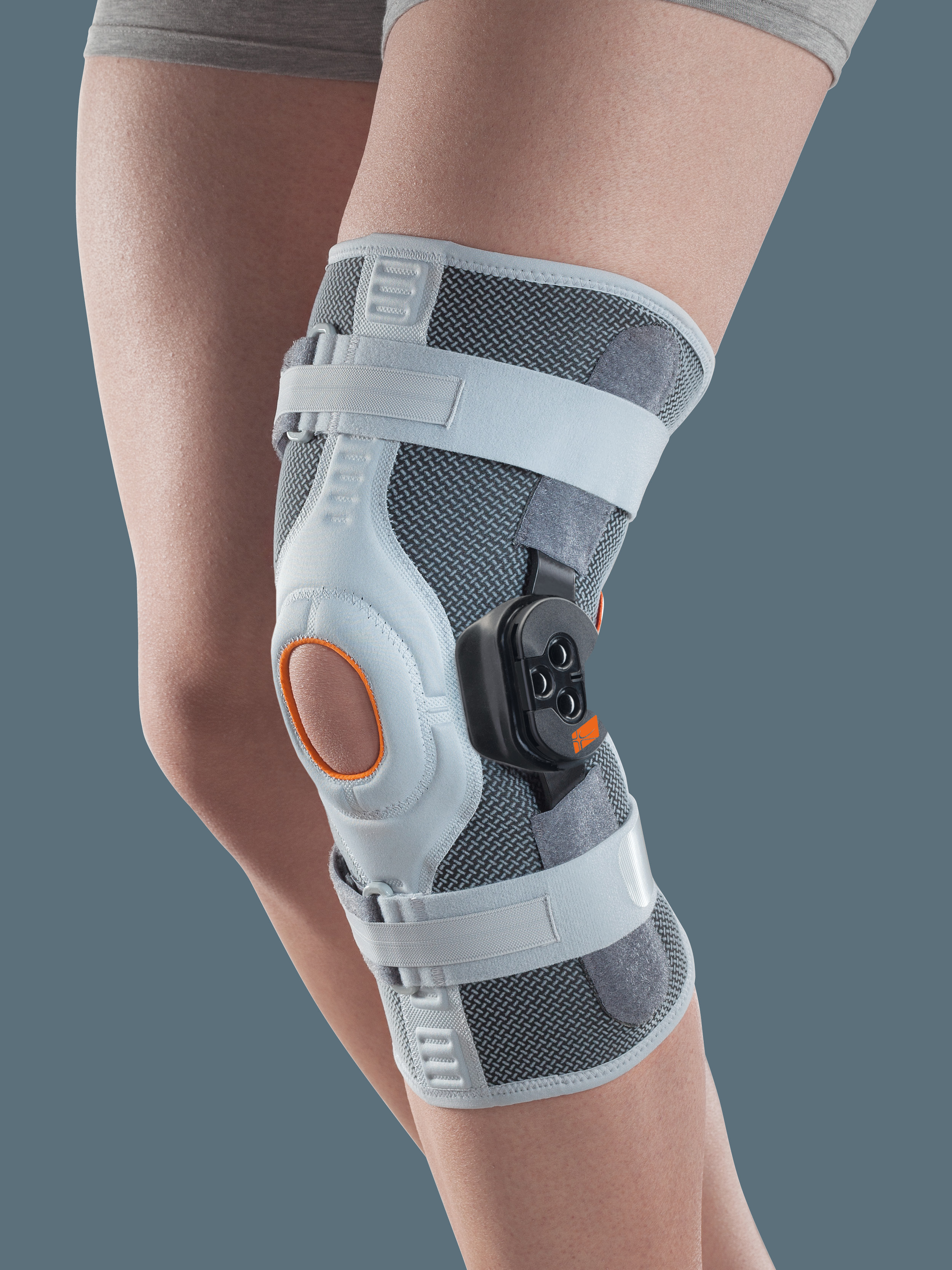 GENUSKILL 22 - Knee orthosis with hinges and F-E control, short tubular