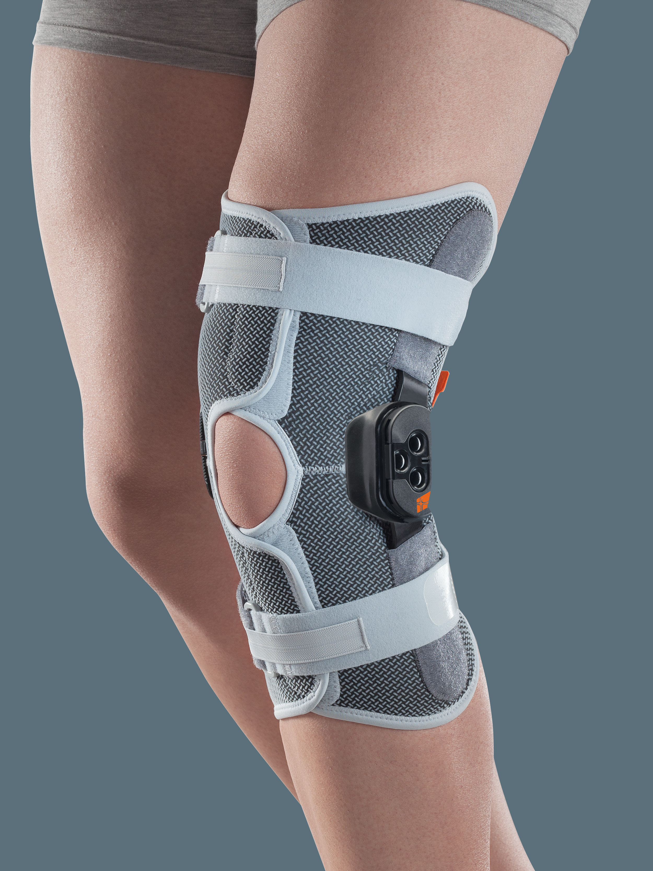 GENUSKILL 22A - Knee orthosis with hinges and F-E control, short wraparound